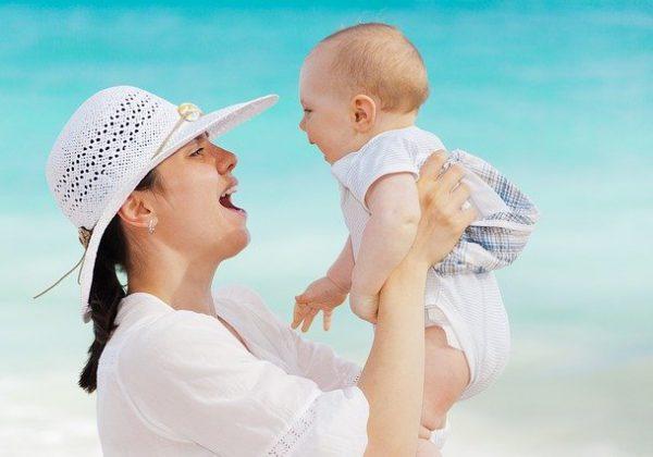 המדריך המלא למשפחות: כל הציוד שהתינוק שלכם יצטרך בחופשה המשפחתית